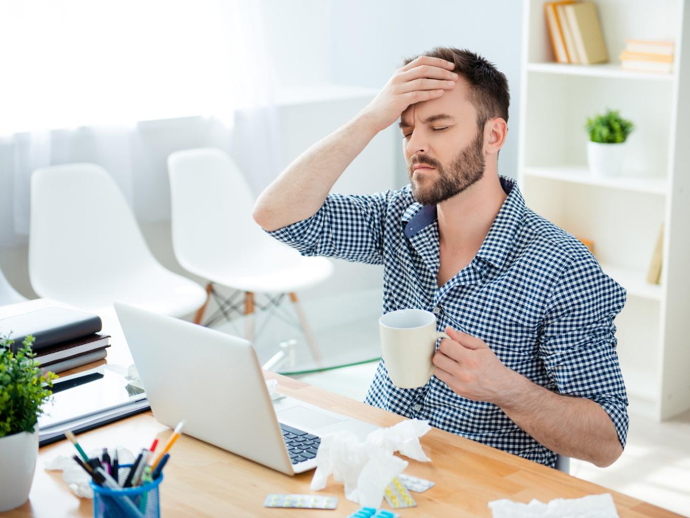 Топ-8 болезней офисных работников